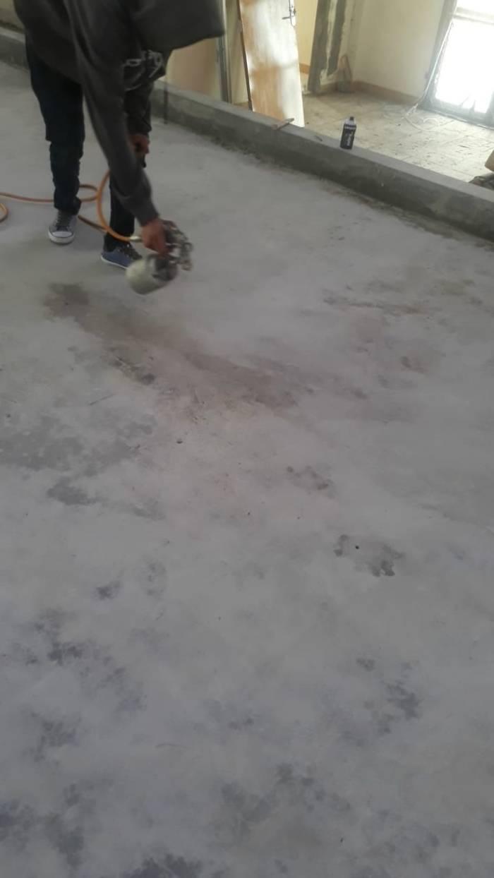 spray gun lantai kayu