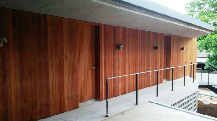Plafon dan dinding kayu