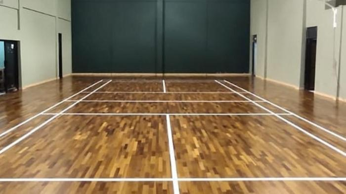 lantai kayu lapang bulutangkis
